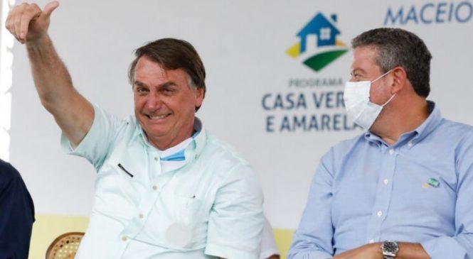 Bolsonaro entrega em Teotonio Vilela 500 residências ao lado de Arthur Lira