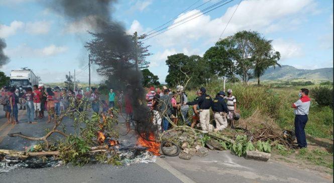 Protesto de sem-terra bloqueia BR-104 em União dos Palmares