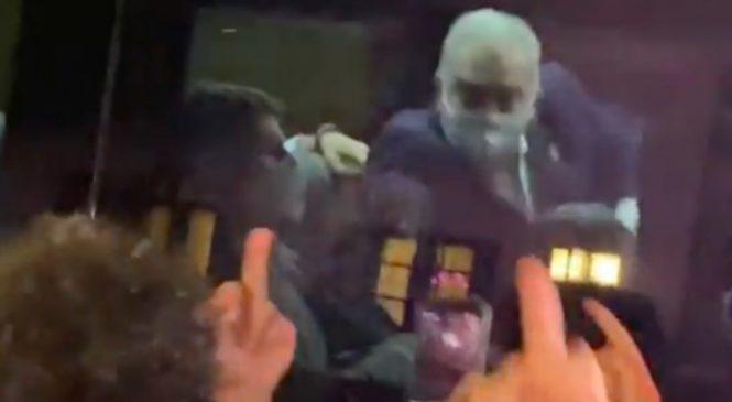 Ministro Queiroga faz gestos obscenos em Nova York contra manifestantes