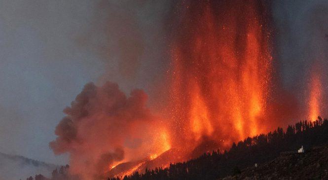 Vulcão nas Ilhas Canárias com chances remotas de provocar tsunami no Brasil entra em erupção