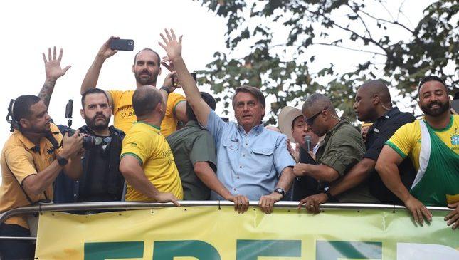 Bolsonaro quer o seu próprio Alcorão para  a ânsia totalitária