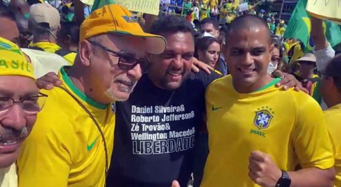 """Fabrício Queiroz é tietado pelos """"anticorrupção"""""""