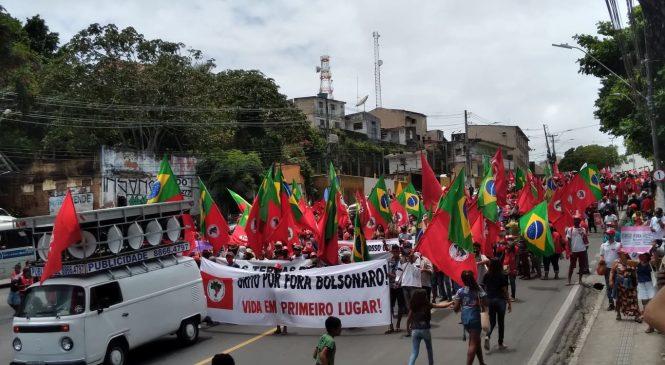 Oposição faz manifestação tranquila contra Bolsonaro em Maceió