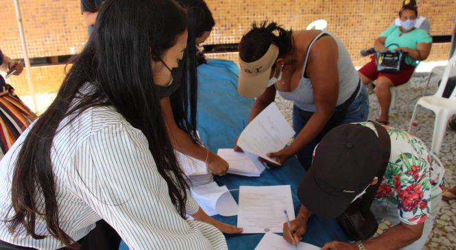 Convívio Social regulariza situação de 100 comerciantes informais de Maceió