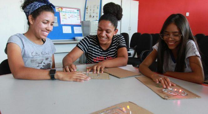 Governo de Alagoas anuncia licitação para compra de kits de combate à pobreza menstrual