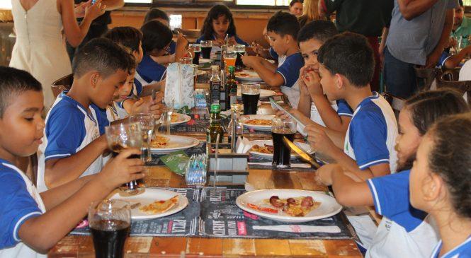 Estudantes da rede municipal visitam restaurantes da capital nesta segunda