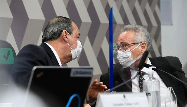 Renan Calheiros racha CPI ao tentar enquadrar Bolsonaro por genocídio