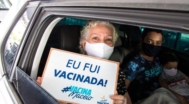 Maceió inicia 3ª dose para pessoas com mais de 60 anos e trabalhadores da Saúde