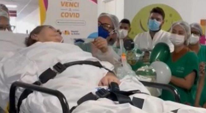 Idosa de 64 anos vence Covid-19 e recebe alta do Hospital da Mulher após 6 meses de internação