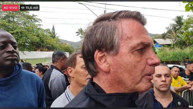 Sem passaporte da vacina Bolsonaro é barrado no jogo do Santos