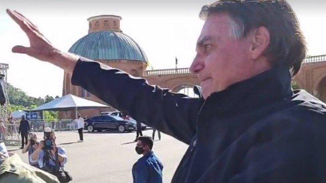 Padres assinam manifesto contra 'profanação' de Bolsonaro em Aparecica