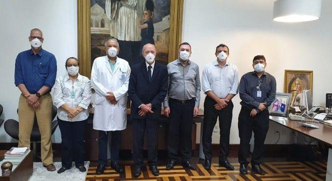 Santa Casa apresenta trabalhos realizados na área de oncologia a presidente da Abificc